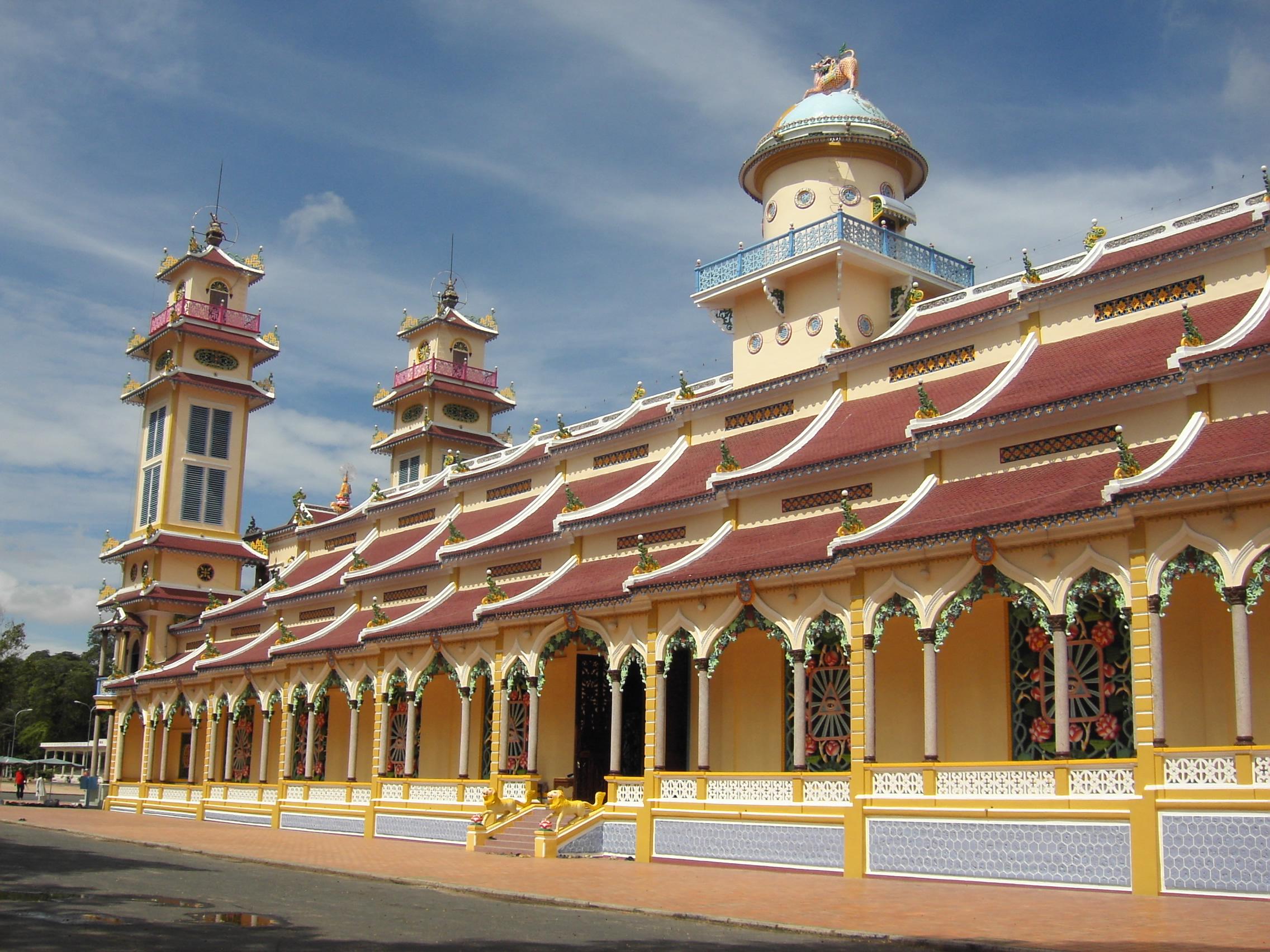 Tòa Thánh Cao Đài - địa điểm gần khách sạn Tây Ninh giá rẻ