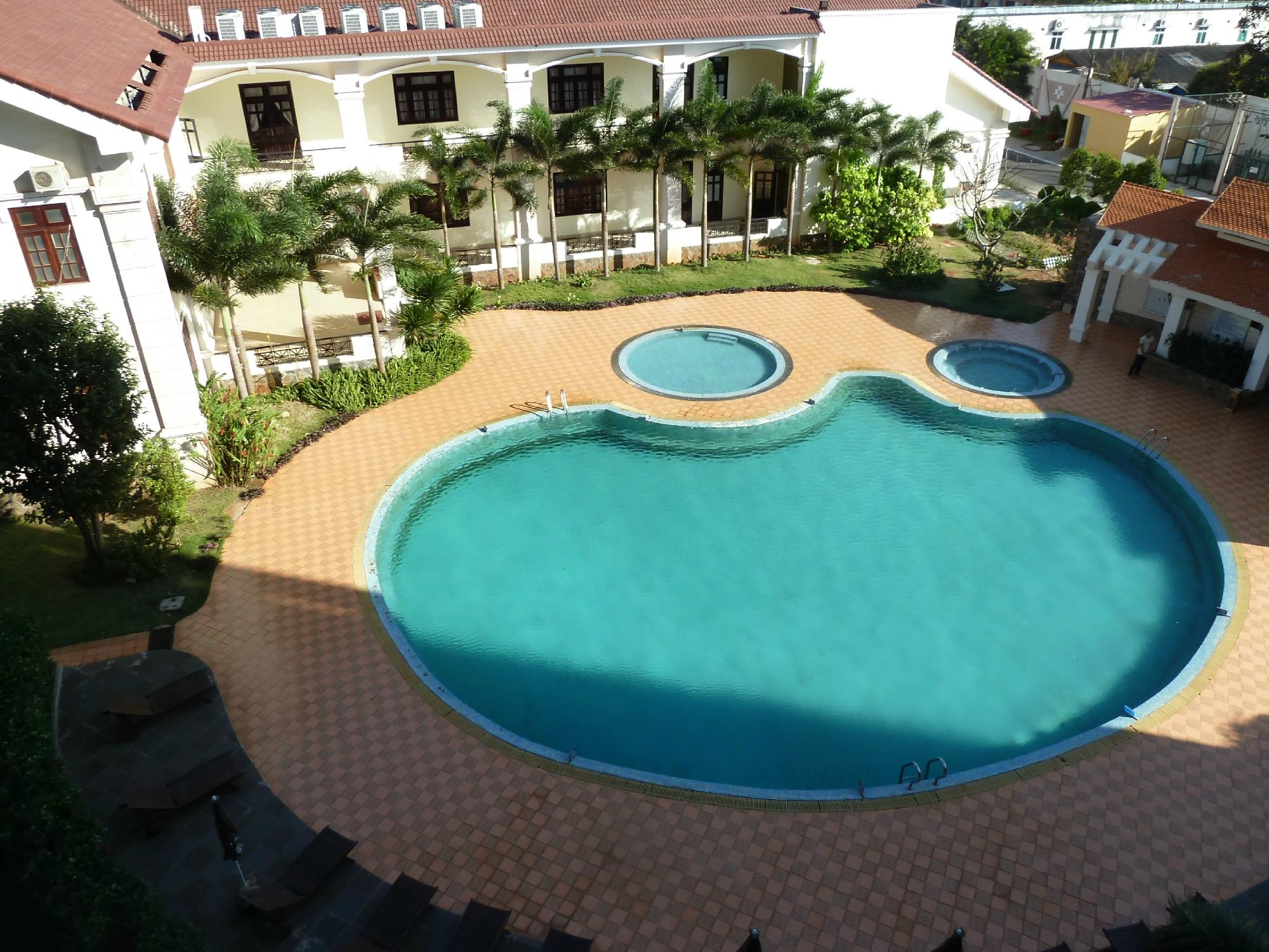 Bể bơi Dakruco Hotel - khách sạn Buôn Mê Thuột