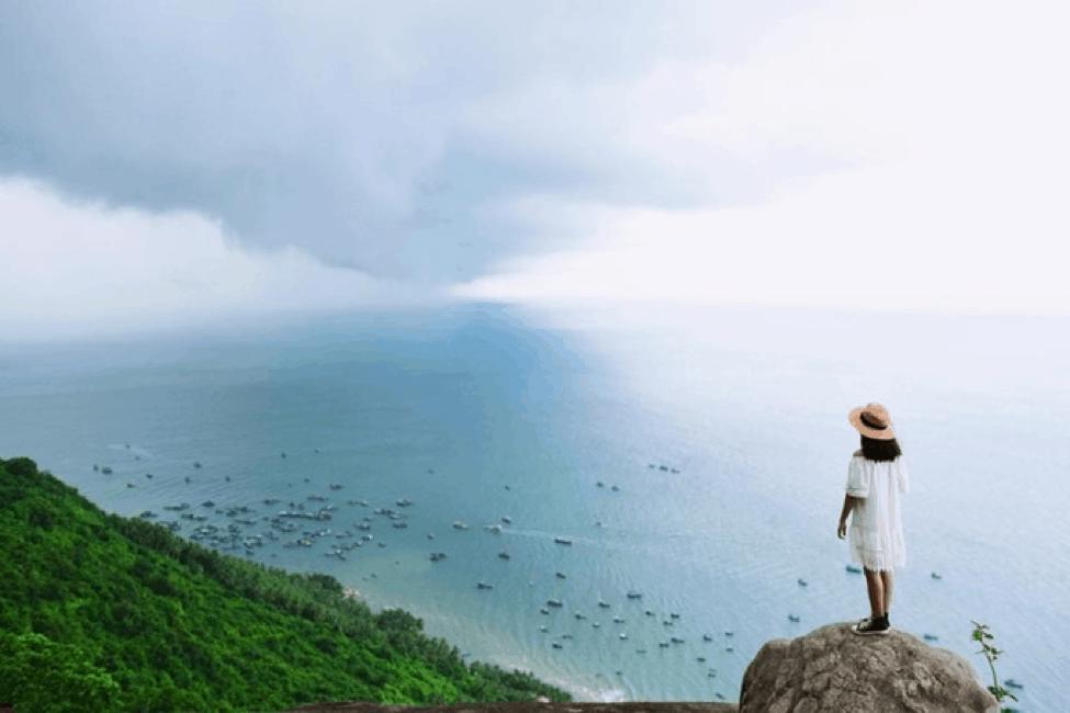 Cảnh biển đẹp lung linh nhìn từ Sân Tiên - Đỉnh núi Ma Thiên Lãnh