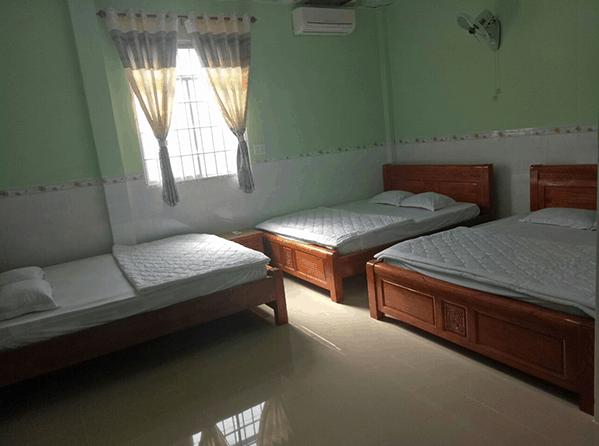 Phòng ngủ đơn giản, đầy đủ nội thất