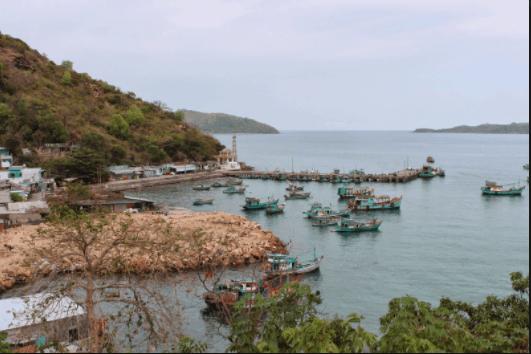 Cầu cảng - điểm nổi bật của bãi Chệt