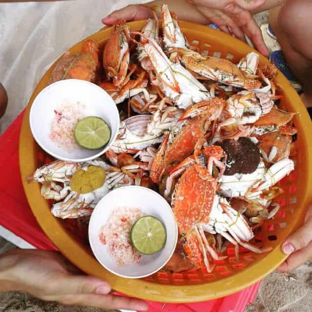 Thưởng thức hải sản tươi ngon ở đảo (ảnh ST)