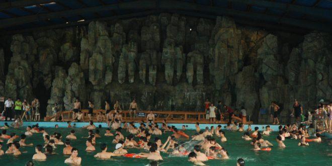 Hồ bơi nước nóng - Khoang xanh Suối tiên