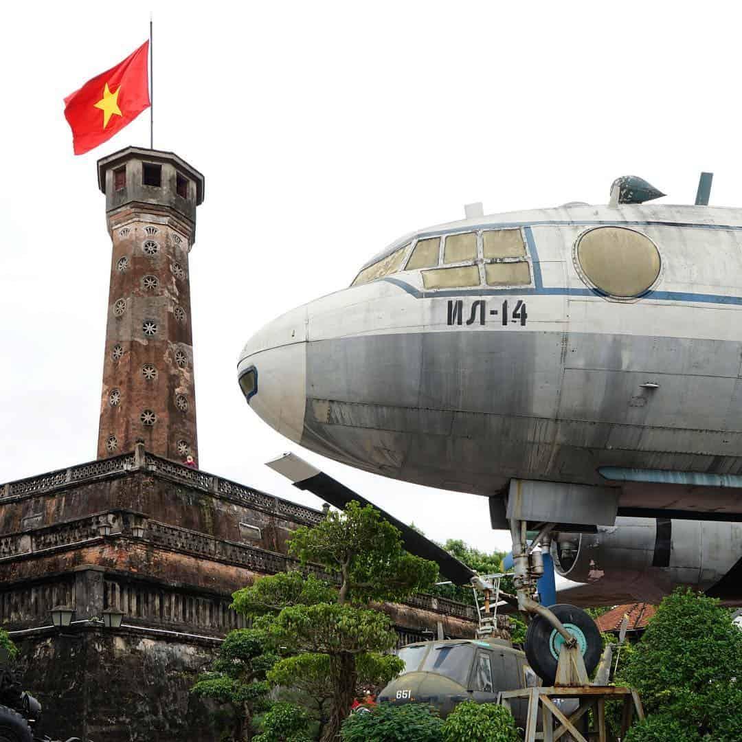 Máy bay chiến đấu ở Liên Xô hiện vẫn đang được trưng bày tại Cột cờ Hà Nội. Ảnh: ST