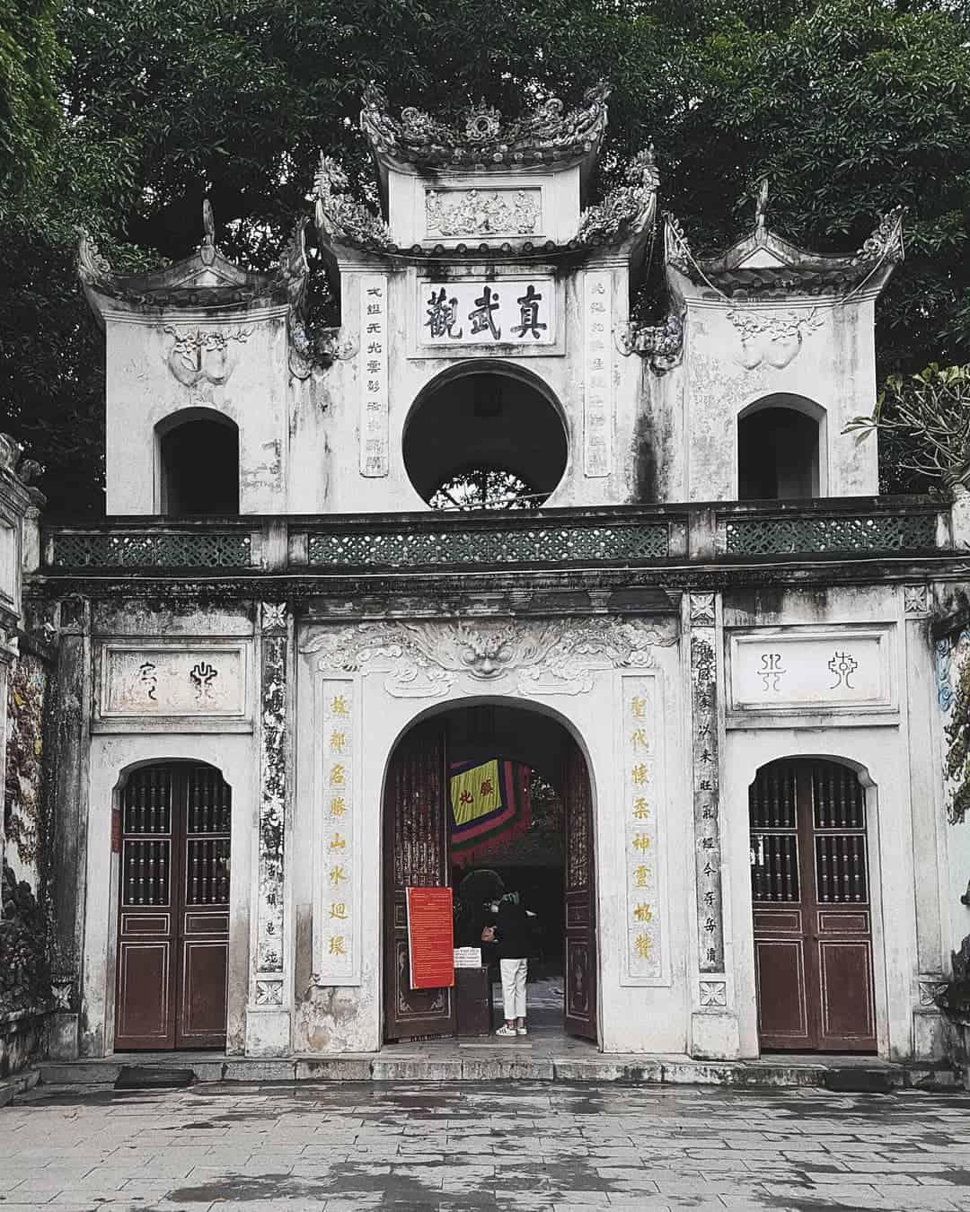 Đền Quán Thánh là địa điểm tâm linh nổi tiếng Hà Nội. Ảnh: @kien.tran.vo