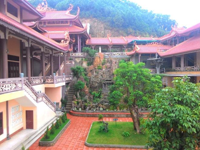 du lịch vân đồn chùa cái bầu