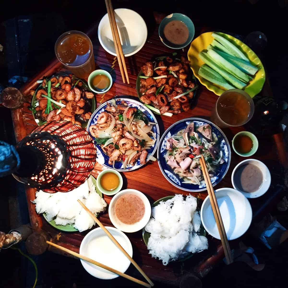 Lòng rán phố cổ - món ăn dành cho cú đêm Hà Nội. Ảnh: ST