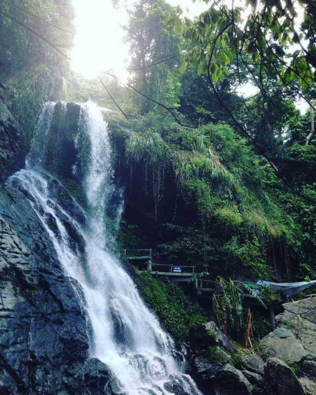 Thác nước ở Thiên Sơn Suối Ngà