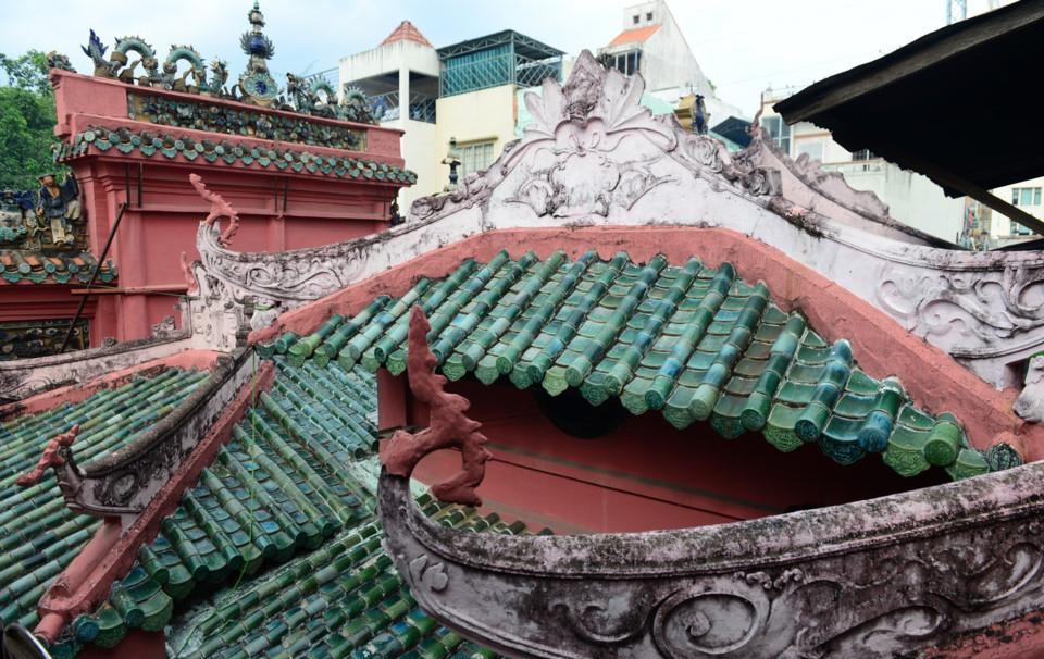 Kiến trúc mái ngói của ngôi chùa cổ