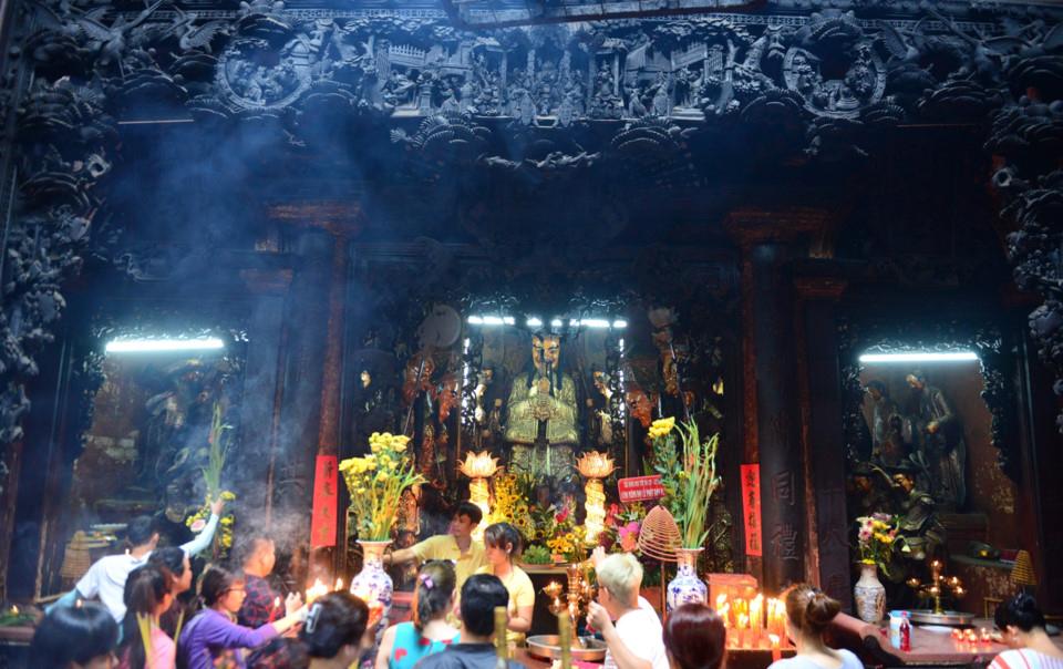 Tượng Ngọc Hoàng thờ tại Chính Điện