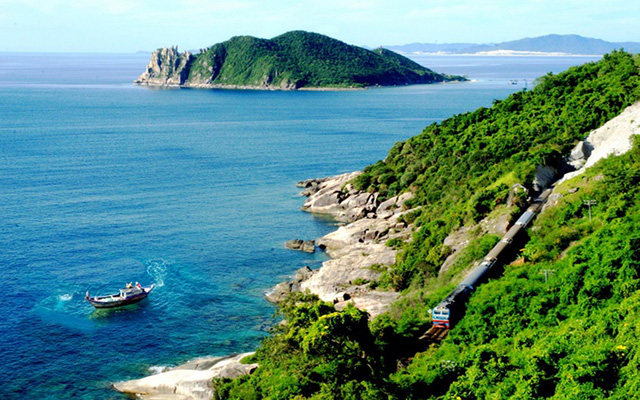 Phu Yen is brilliantly beautiful in the sunny season from January to August (Photo: collection)