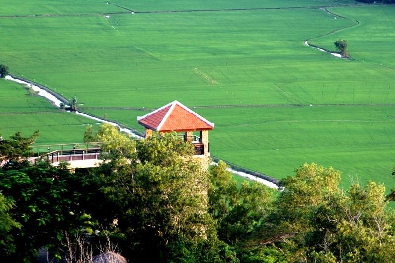 Trên núi Vĩnh Tế nhìn xuống (Ảnh: ST)