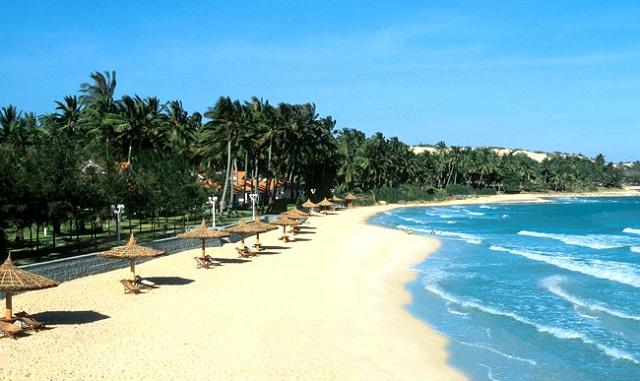 Bãi cát trắng mịn dưới ánh mặt trời rực rỡ tại Bãi Biển Mỹ Khê Đà Nẵng (Ảnh ST)