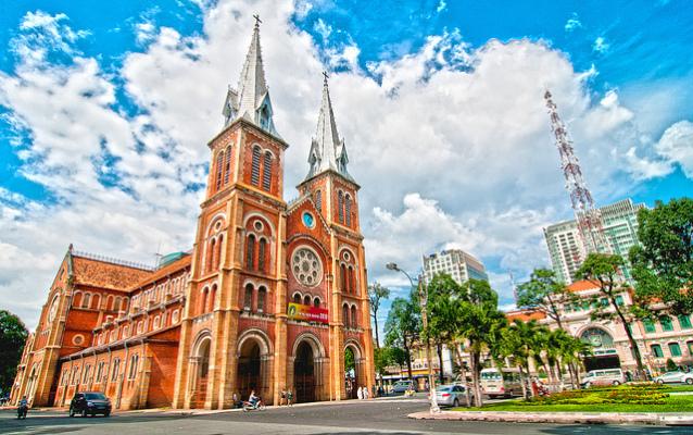 du lịch thành phố hồ chí minh không thể bỏ qua nhà thờ Đức Bà
