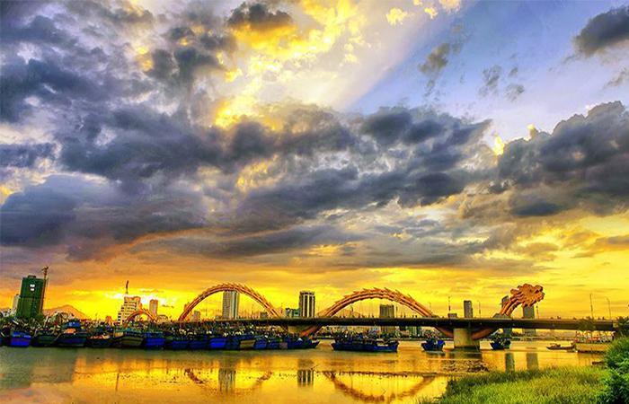 Cầu Rồng Đà Nẵng buổi chiều tà