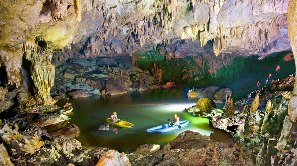 Cảnh bên trong động Phong Nha - địa điểm du lịch Quảng Bình