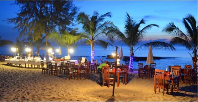 Không gian nhà hàng bên biển lãng mạn (Ảnh: ST)