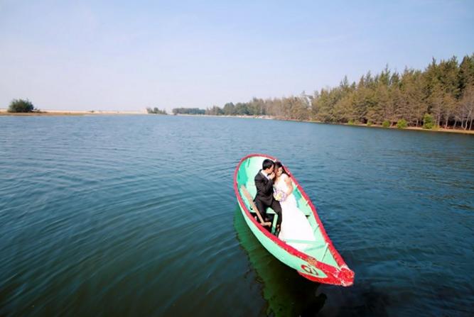 Tấm ảnh cưới độc lạ chụp tại Hồ Cốc