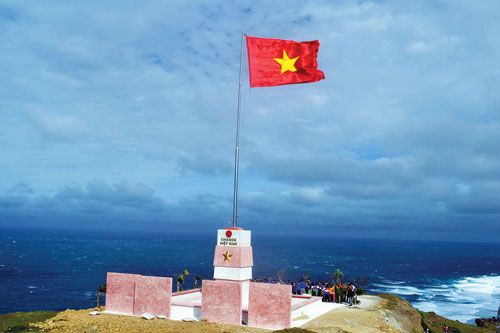 National flag flagpole on the top of Thoi Loi (Source of collection)