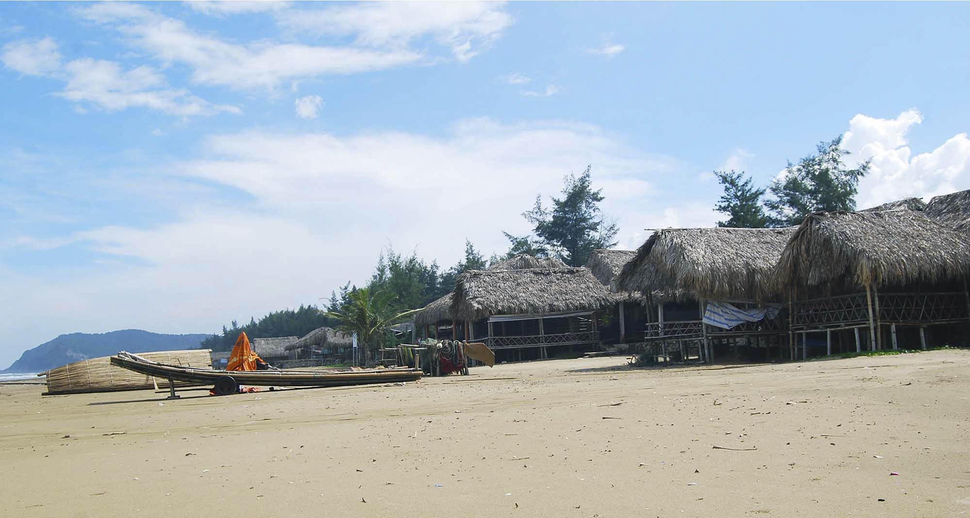 Bãi biển Tĩnh gia: Chòi nghỉ ở biển