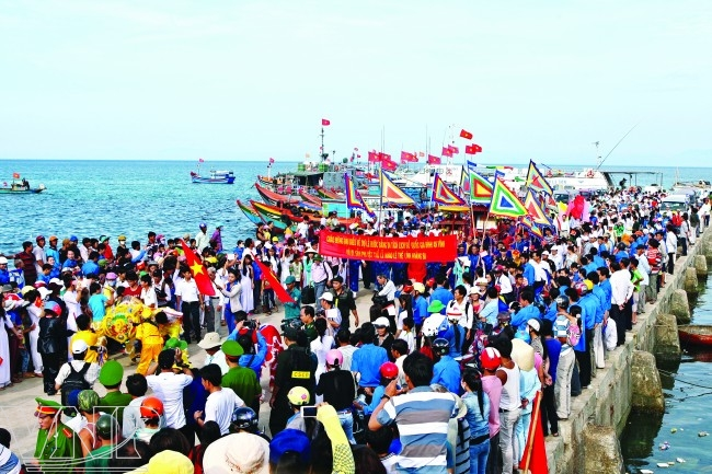 Travel to Ly Son Island with festivals (Source of collection)