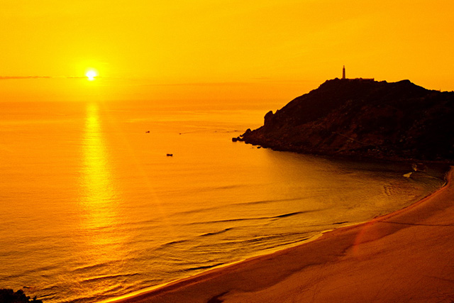 Do not miss the opportunity to enjoy the sunset at Bai Mon (Photo: collect)