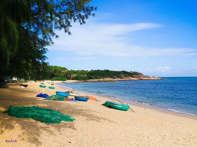 Rang beach is gentle with small waves (Photo: collect)