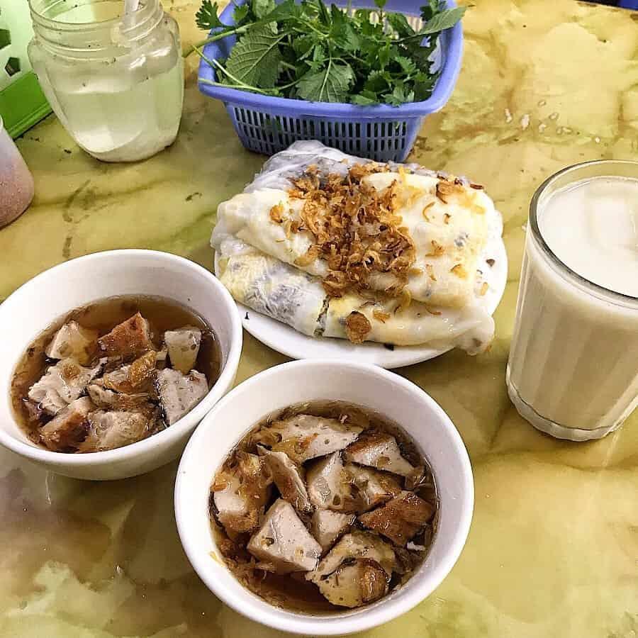 Bánh cuốn là món ăn sáng Hà Nội không thể thiếu. Ảnh: @foodlifewitt