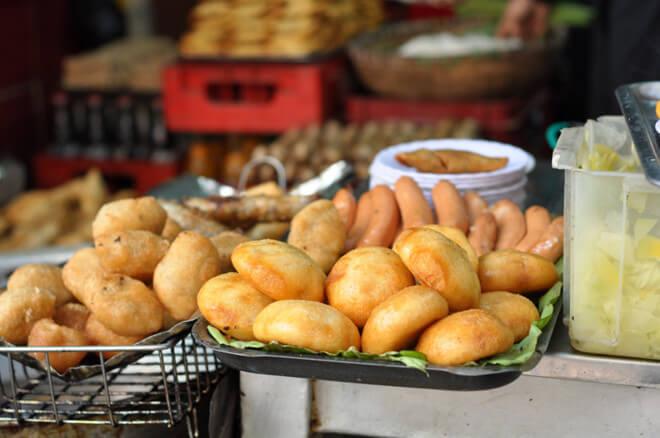 ăn vặt hà nội - bánh gối lý quốc sư