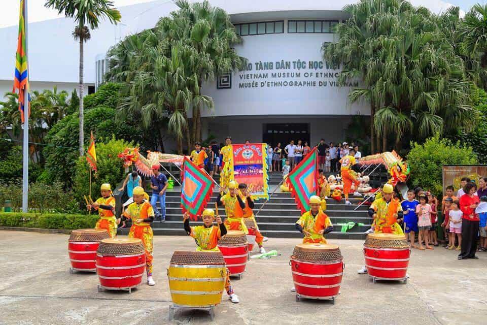 Vui chơi ở bảo tàng dân tộc học Việt Nam