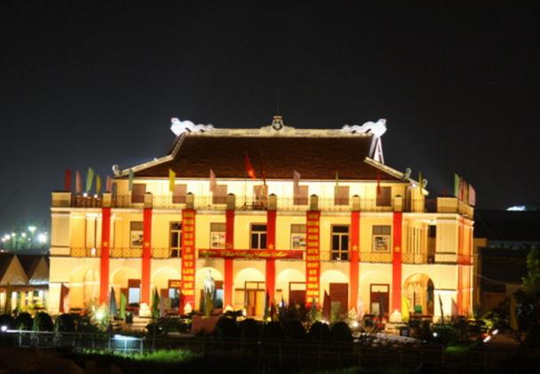 Bến Nhà Rộng rực rỡ về đêm