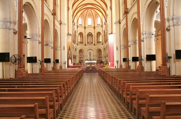 Thiết kế bên trong tòa thánh đường