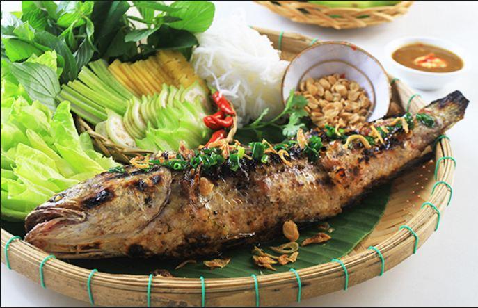Đặc sản món cá lóc nướng trui thơm nức mùi.