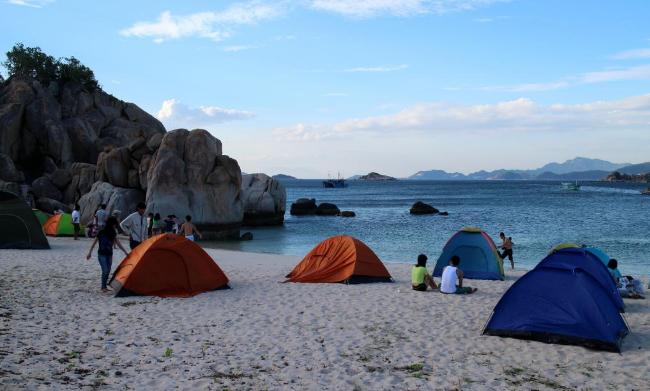 Cắm trại trên đảo Bà Lụa