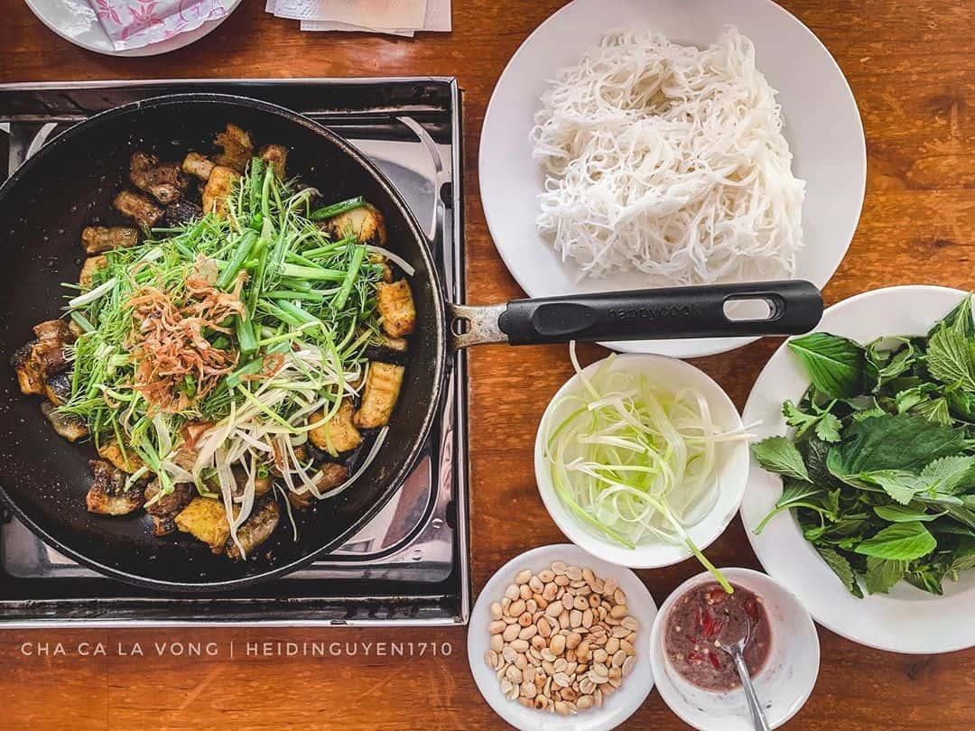 Chả cá Lã Vọng - đặc sản nức tiếng Hà Nội. Ảnh: @hedinguyen1710