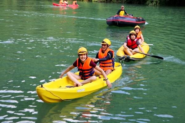Chèo thuyền Kayak khám phá sông Chày