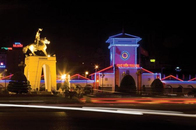 Du lịch 1 ngày ở Sài Gòn với Chợ Bến Thành về đêm