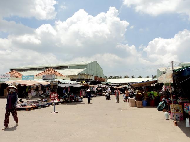 Khung cảnh chợ Bình Châu