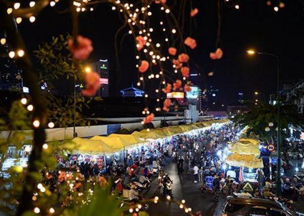 Khu dãy chợ đêm tấp nập của chợ Bến Thành