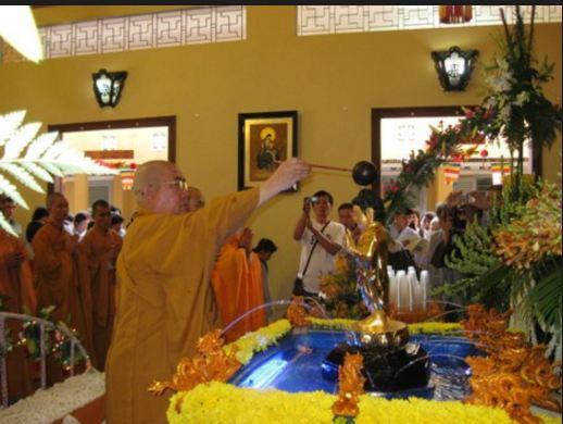 Ảnh một buổi lễ tại chùa