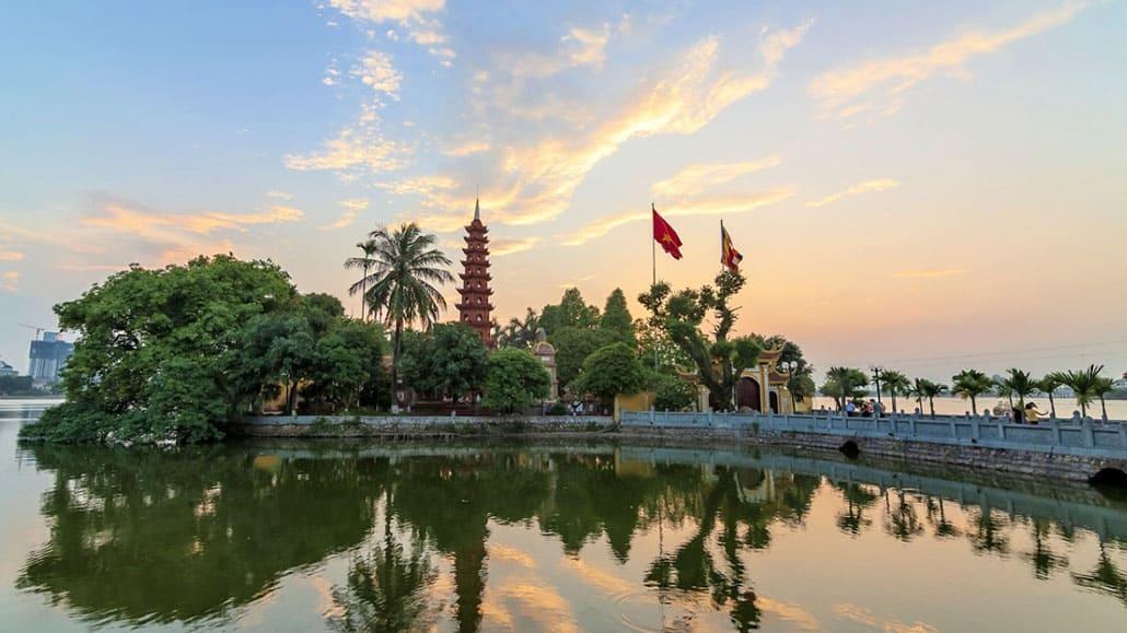 Chùa Trấn Quốc - ngôi chùa cổ đẹp nhất Việt Nam