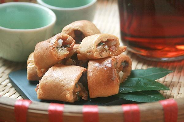 Bánh chả - món ngon Hà Nội làm quà biếu người thân