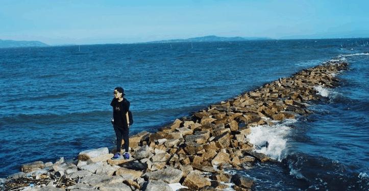 Bãi đá dẫn ra đảo Thạnh An cực độc đáo