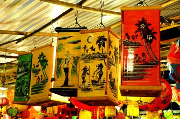 Đèn lồng họa tiết hình ảnh con người Việt Nam