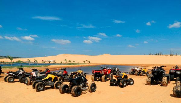 Đua xe địa hình trên cát