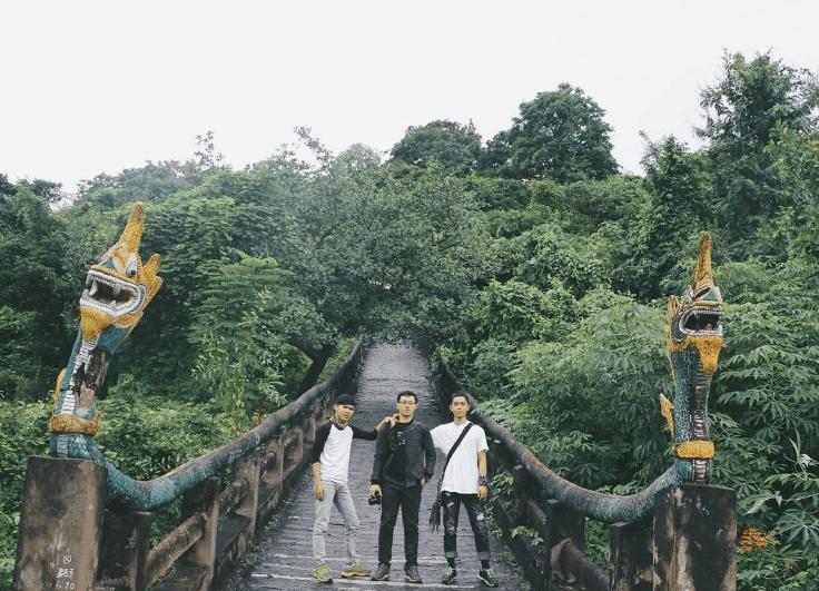 Con đường lên tới chùa Tà Pà