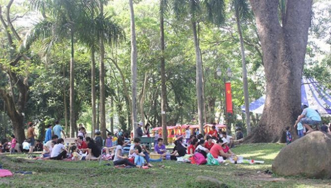 Hoạt động vui chơi giải trí của người dân tại Thảo Cầm Viên