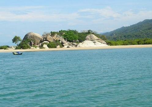 Đảo Hòn Heo nằm trong quần đảo Bà Lụa