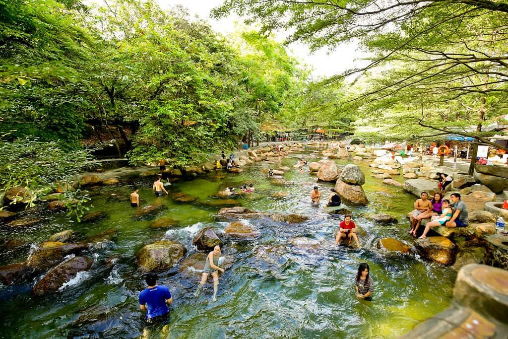 Khu du lịch Thuỷ Châu thu hút khá đông khách đến vui chơi vào các ngày cuối tuần.