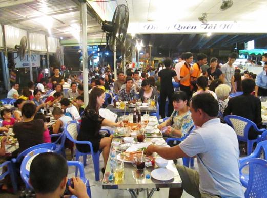 Không gian nhà hàng hải sản sài gòn tại chợ Giang Ghẹ